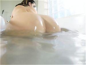 chesty Alison Tyler takes a bathtub