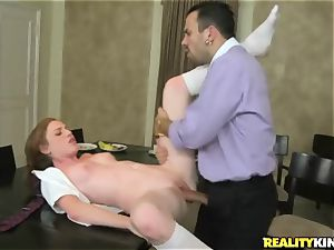 Kali Kenzington juggles her sizzling crevice on a firm prick