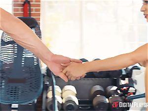 sport coach Johnny Castle and his fresh schoolgirl Tia Cyrus