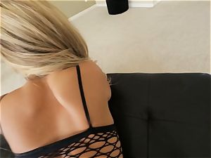 inked ash-blonde Madelyn Monroe demonstrates her molten donk as she plows