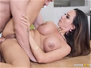 Ariella Ferrera getting jammed in her boink crevasse