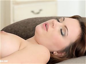 Emily Thorne and Ale yummy in Morning escapade le