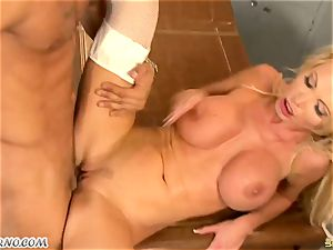ample orb mummy dr. Nikki Benz takes a ample spunk-pump in the health center