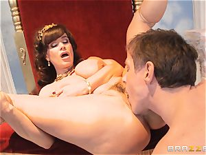 luscious cougar Lisa Ann is queen of exclusive drilling