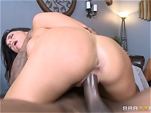 Romi Rain tears up her hot ebony trainer in front of her boy