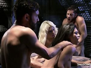 Jazy Berlin and Cassandra Cruz - passion in Space