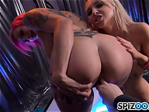 Alix Lynx and Anna Bell Peaks doing their thing at the unwrap club