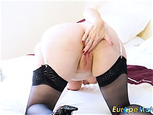 EuropeMaturE super hot Lusty Mature playing with fucktoys
