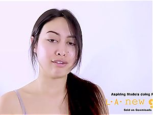 steamy Asians pays the bill with that cruel donk