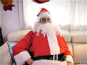 Spizoo - observe Jessica Jaymes poking Santa Claus